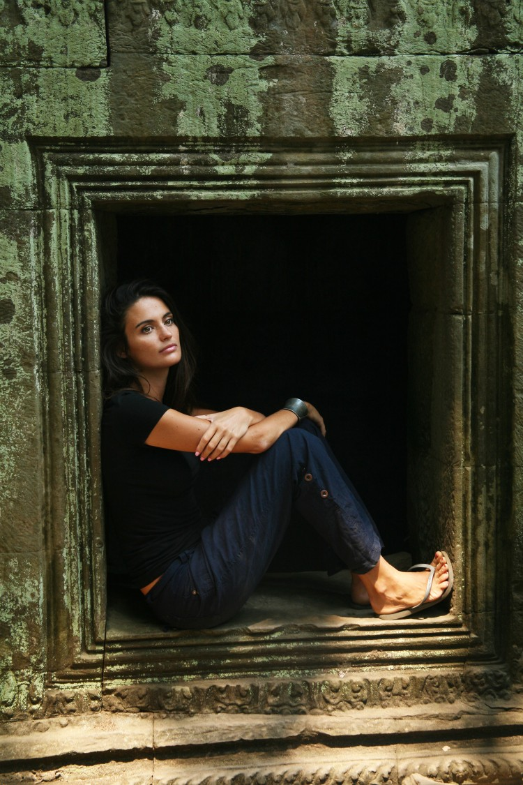 girl at ta prohm