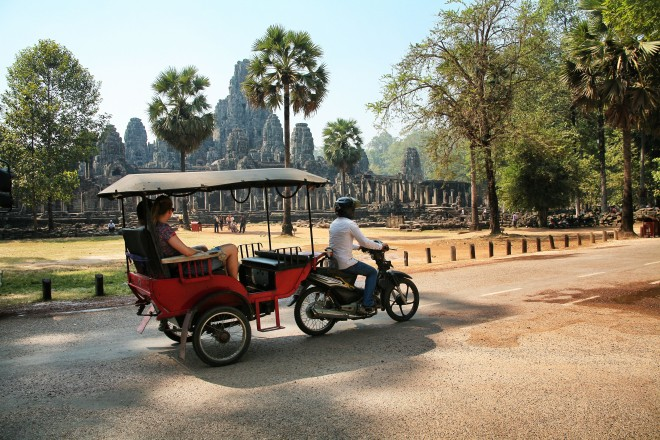 Tuk tuk in front of temple