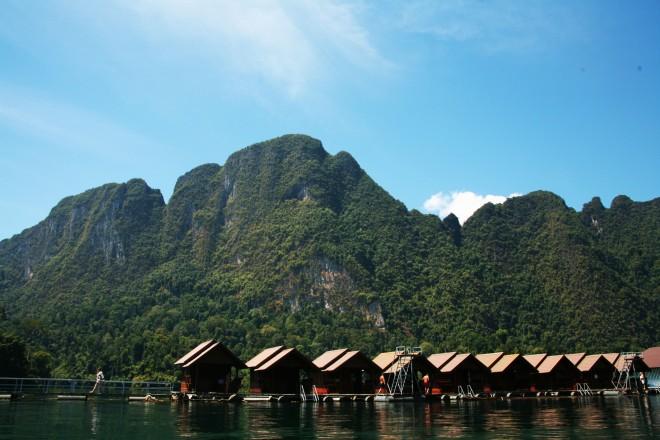 Khao Sok floating huts